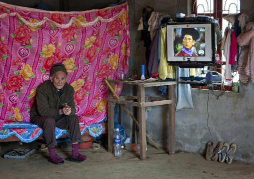 Old giay man with tv in his room, Sapa, Vietnam