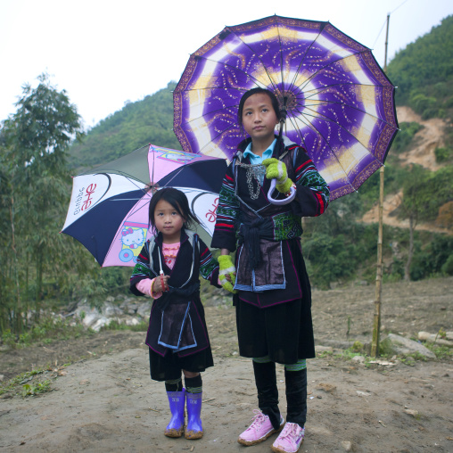 Black hmong girls under traditional umbrellas, Sapa, Vietnam