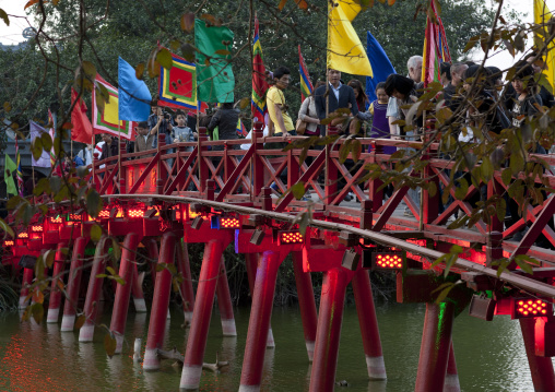 Huc bridge on hoan kiem lake, Hanoi, Vietnam
