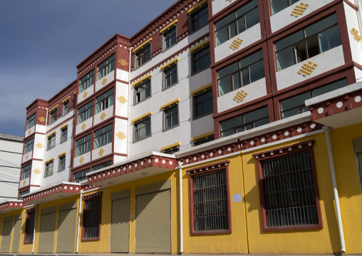 New empty apartments waiting a wave of Han chinese migrants, Tongren County, Longwu, China