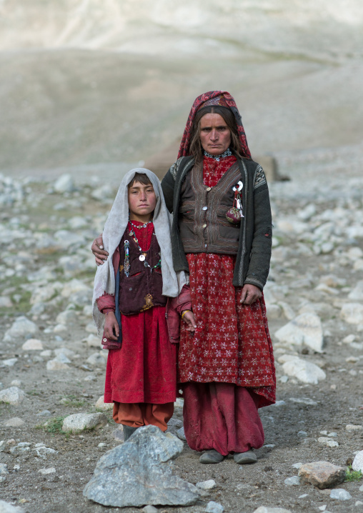 Portrait of a wakhi nomad mother with her daughter, Big pamir, Wakhan, Afghanistan