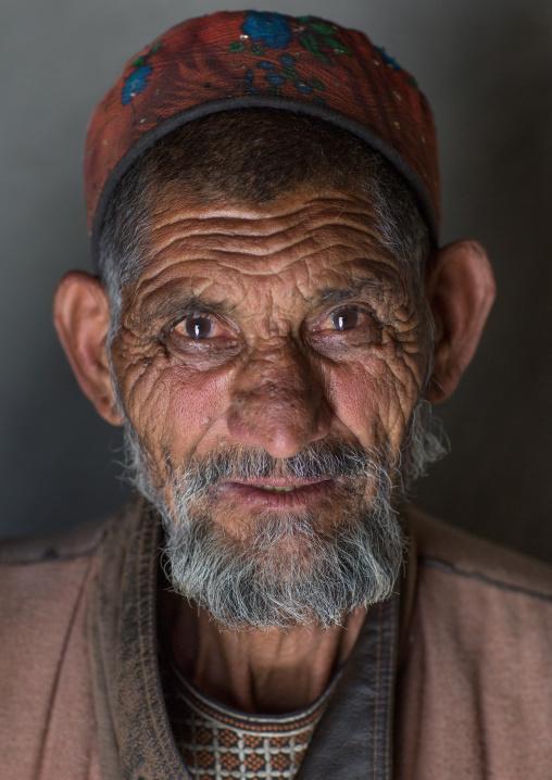 Afghan old man in pamiri traditional clothing, Badakhshan province, Wuzed, Afghanistan