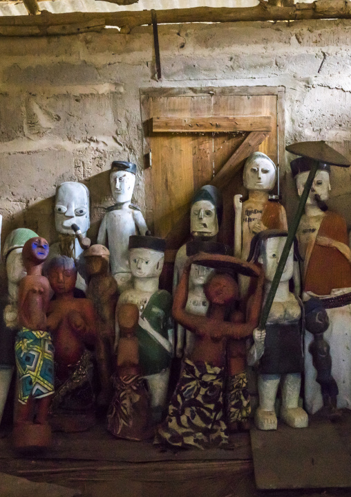 Benin, West Africa, Dassa-Zoumè, statues inside yaka palace of the omondjagou people