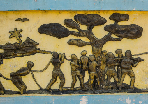 Benin, West Africa, Ouidah, the memorial zomachi on the slave trail showing slaves under a tree
