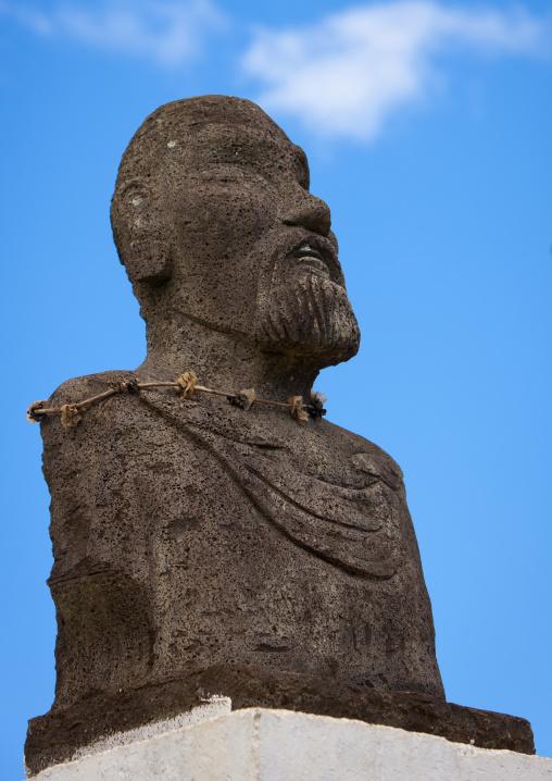 Atamu Tekena Statue, Easter Island, Hanga Roa,  Chile