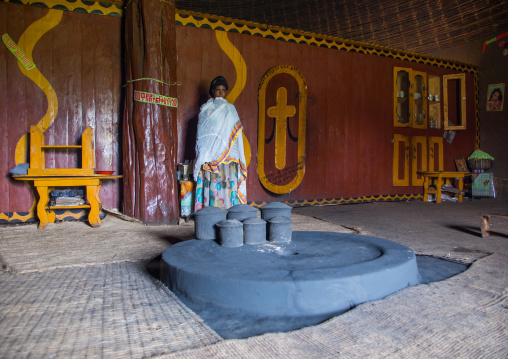 Gurage woman in front of the fireplace inside her traditional house, Gurage Zone, Butajira, Ethiopia