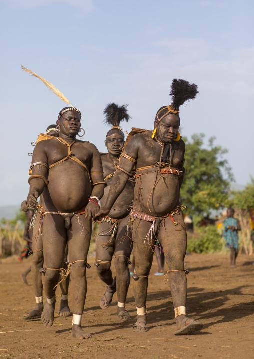 Bodi tribe fat men running during Kael ceremony, Omo Valley, Hana Mursi, Ethiopia