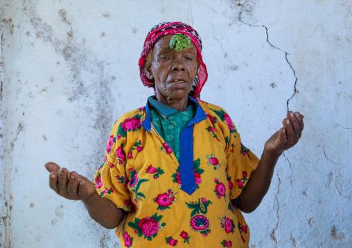 Ethiopian muslim woman praying with basil on her head, Harari Region, Harar, Ethiopia