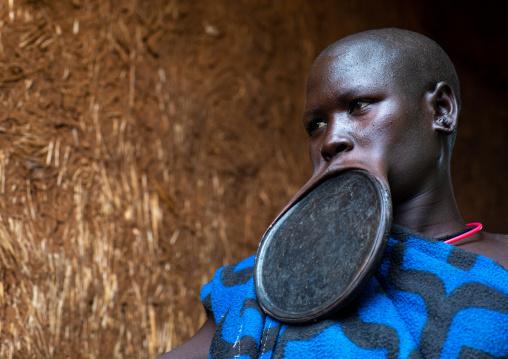 Portrait of a suri tribe woman wearing a huge lip plate, Omo valley, Kibish, Ethiopia