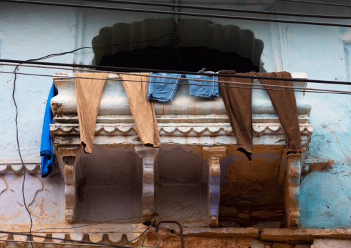 Clothes drying on the balcony of an old house, Rajasthan, Bundi, India
