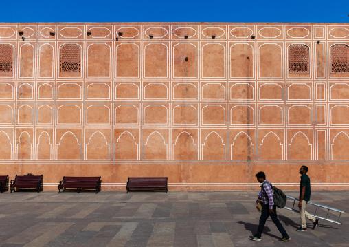 Indian men in the city palace sarvato bhadra courtyard, Rajasthan, Jaipur, India