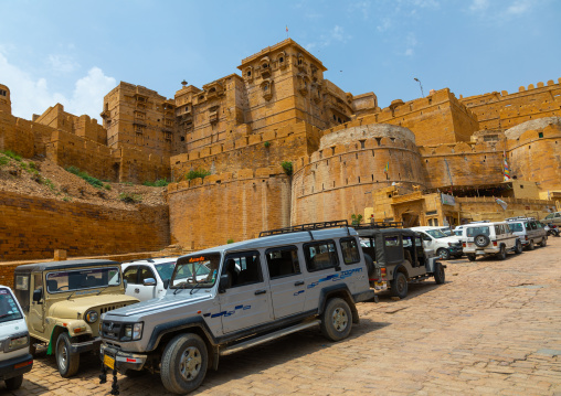 Tourists cars in front of Jaisalmer fort, Rajasthan, Jaisalmer, India