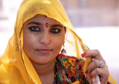 Portrait of a rajasthani woman in traditional sari, Rajasthan, Jodhpur, India
