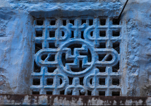 Ventilation over a door of a haveli with a swastika cross, Rajasthan, Jodhpur, India