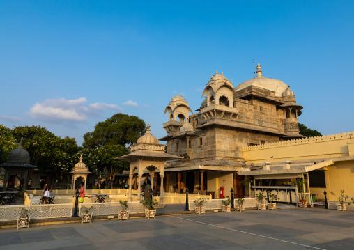 Jag mandir palace built on an island in the lake Pichola, Rajasthan, Udaipur, India