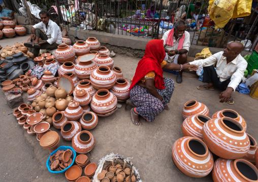 Side shop selling pottery, Rajasthan, Bundi, India