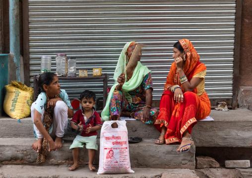 Rajasthani woman chatting in the street, Rajasthan, Jodhpur, India