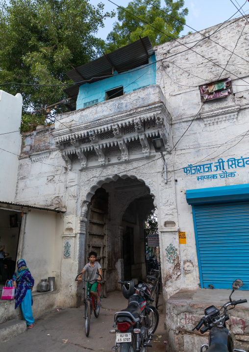 Gate of an old haveli, Rajasthan, Jodhpur, India