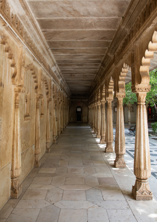 Pillared corridors in the city palace, Rajasthan, Udaipur, India