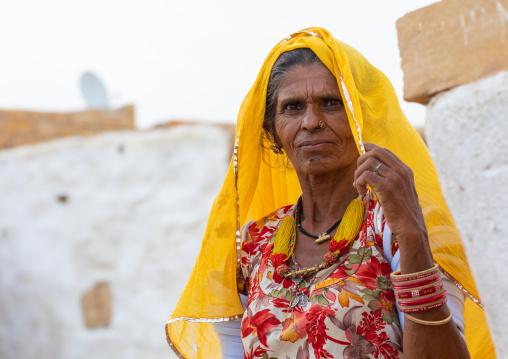 Portrait of a rajasthani woman in traditional sari, Rajasthan, Jaisalmer, India