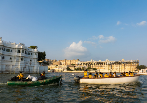 Tourists on a boat in front of the Taj lake palace hotel on lake Pichola, Rajasthan, Udaipur, India
