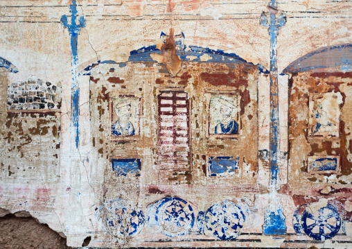 Wall paintings depicting indian people in a train on an old haveli, Rajasthan, Nawalgarh, India