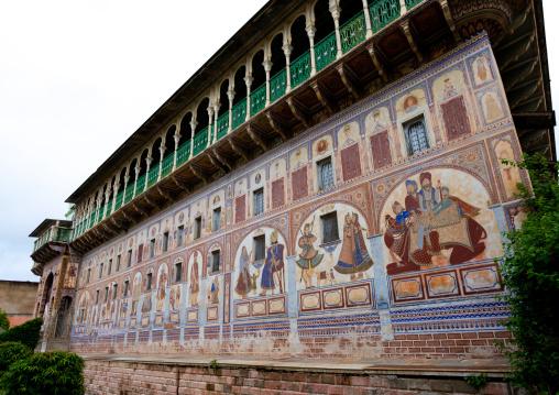 Old haveli with lavishly painted walls, Rajasthan, Nawalgarh, India