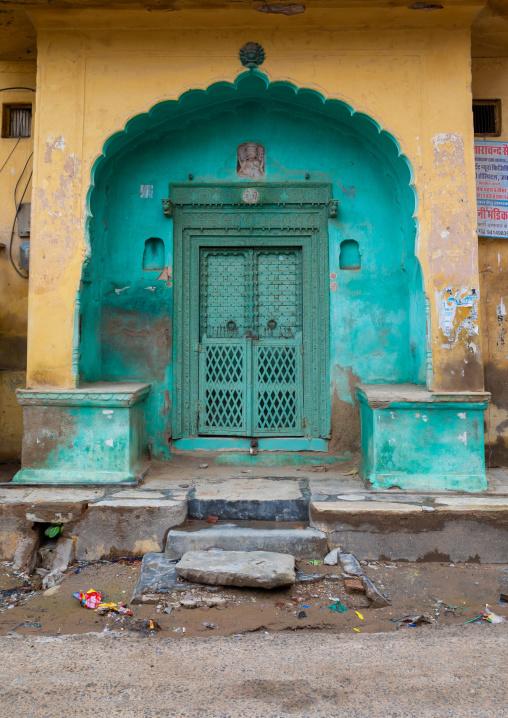 Green door of an old historic haveli, Rajasthan, Nawalgarh, India