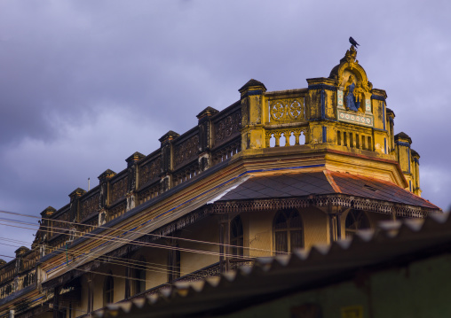 Bird Settled On A Carvings Of Hindu Characters On The Top Of A Chettiar Mansion, Kanadukathan Chettinad, India