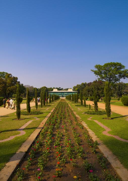 Dariya Daulat Palace Of The Muslim Sultan Tipu And Its Gardens, Srirangapatna, India