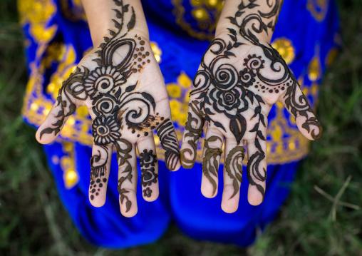 little girl with henna painted hands, Hormozgan, Bandar-e Kong, Iran