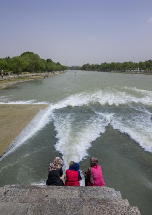 Khaju bridge pol-e khaju spanning the zayandeh river, Isfahan province, Isfahan, Iran