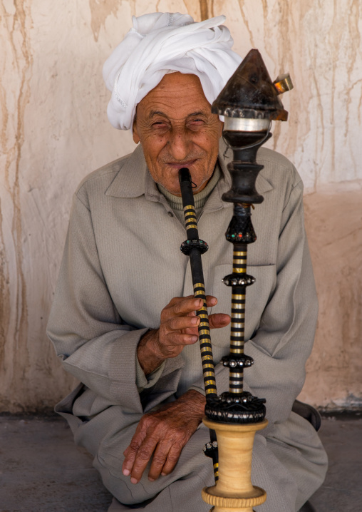 old bandari sailor smoking pipe, Hormozgan, Bandar-e Kong, Iran
