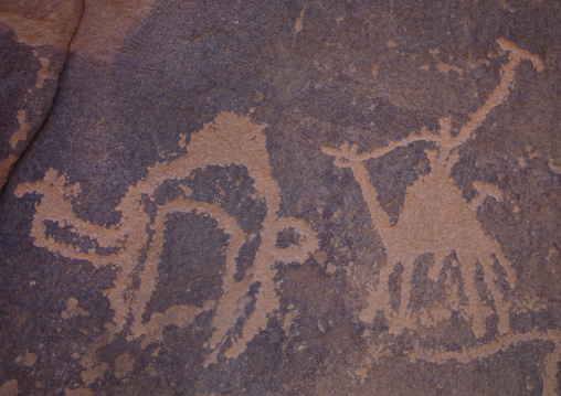 Thamudic Inscriptions Of Hunters On Camels On  Rock In Wadi Rum, Jordan
