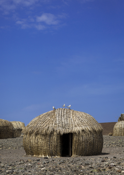 Grass huts in el molo tribe village, Turkana lake, Loiyangalani, Kenya