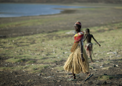 El molo tribe women going to the lake, Rift Valley Province, Turkana lake, Kenya
