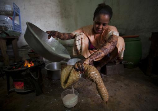 Kenyan woman cooking rice with coconut milk, Lamu County, Lamu, Kenya