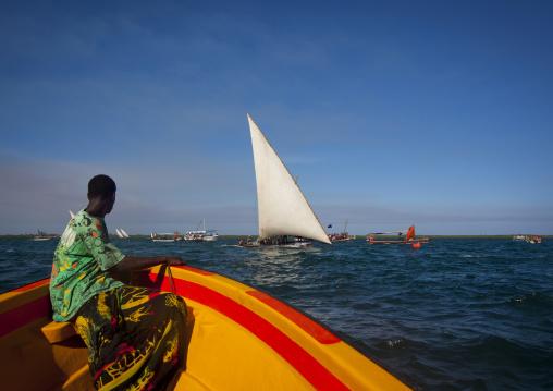 Dhow sailing on indian ocean, Lamu County, Lamu, Kenya