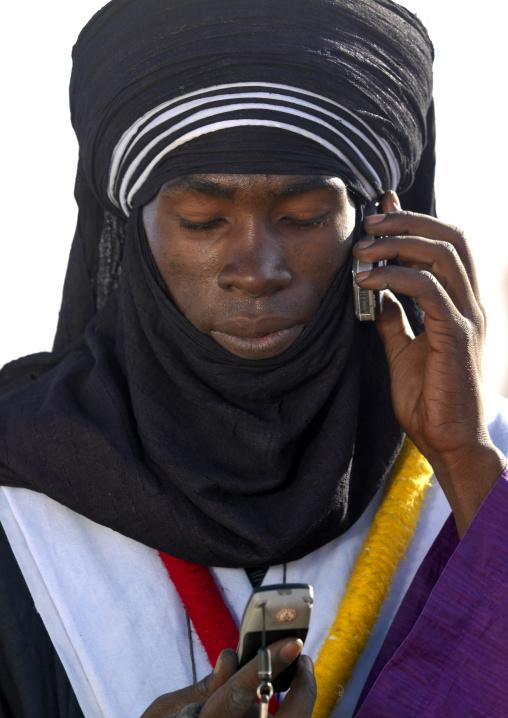 Tuareg man with two mobles phones, Tripolitania, Ghadames, Libya