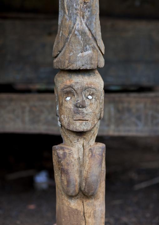 Alak common house statue pillar, Boloven, Laos