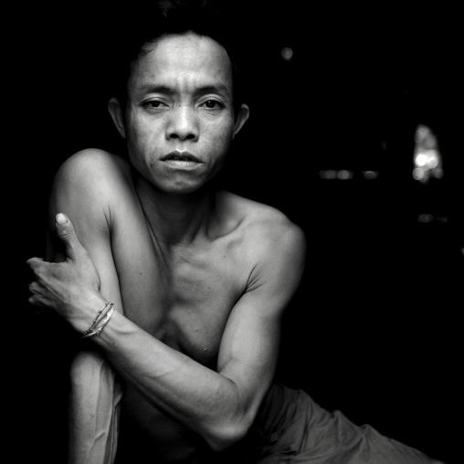 Alak man, Boloven, Laos