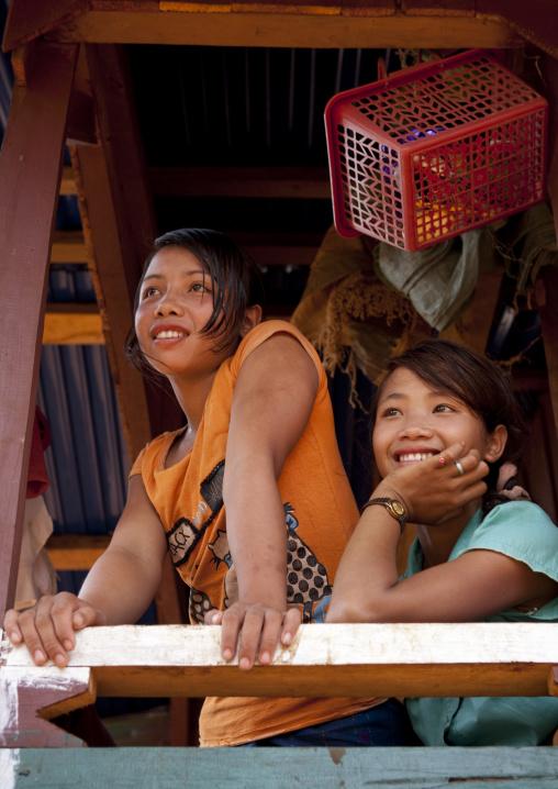 Alak teenage girls, Boloven, Laos