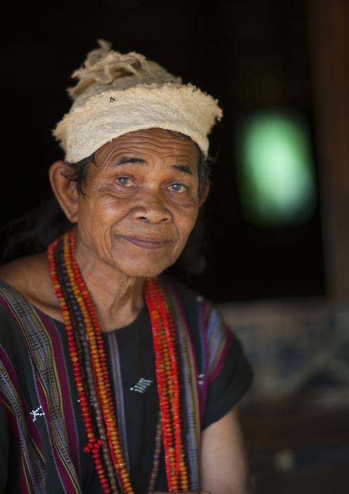 Lavae minority woman, Tadfan, Laos
