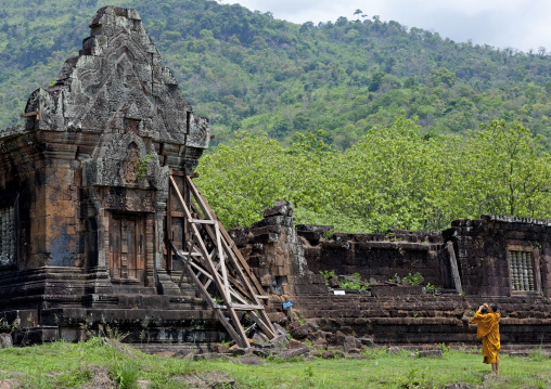 Monk taking pictures at wat phu khmer temple, Champasak, Laos