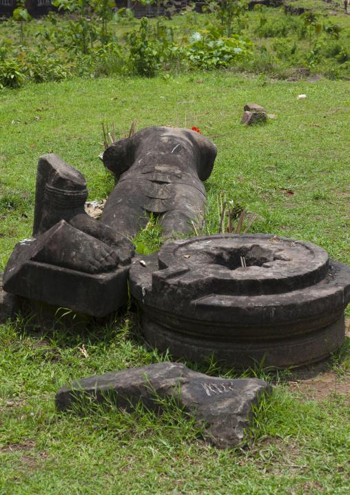 Fallen statue at wat phu khmer temple, Champasak, Laos