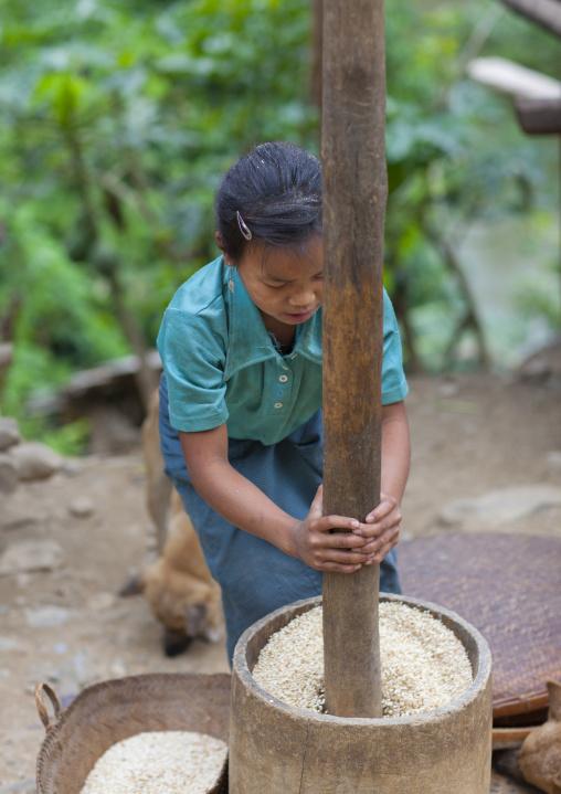 Khmu minority woman with pestle, Xieng khouang, Laos