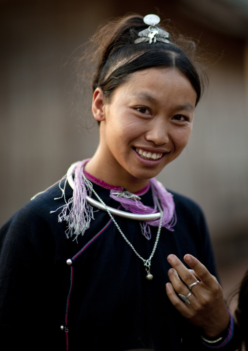 Smiling lantaen minority woman, Nam deng, Laos