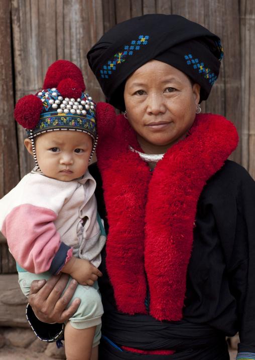 Yao minority mother and baby, Ban xay leck, Laos