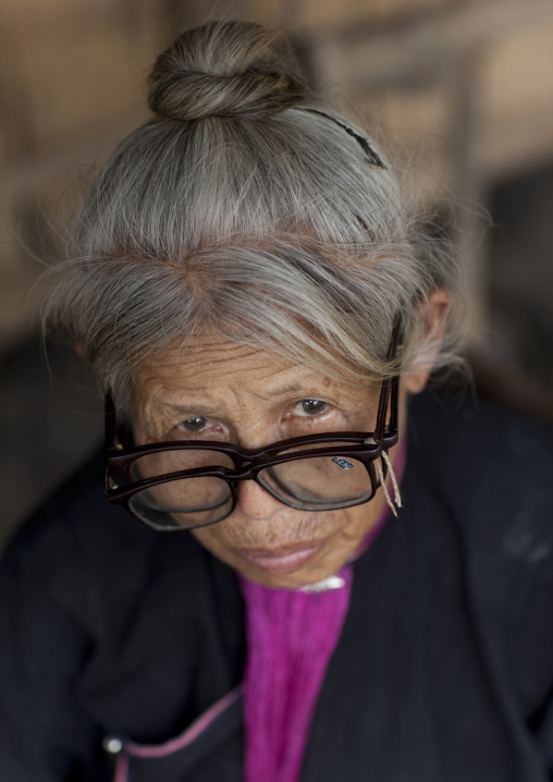 Lantaen old woman with double glasses, Muang sing, Laos