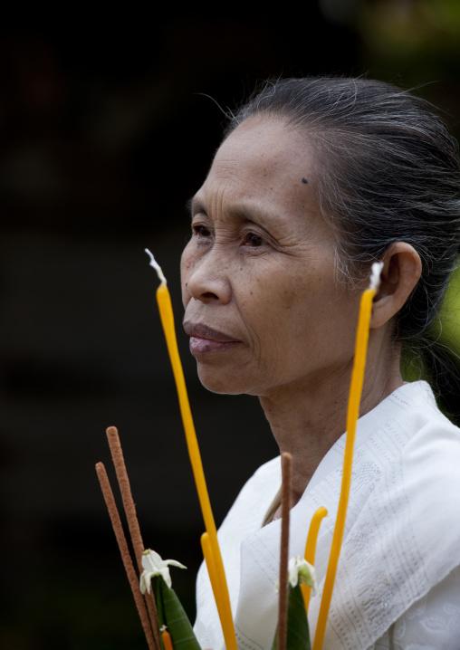Woman during pimai lao ceremony, Luang prabang, Laos
